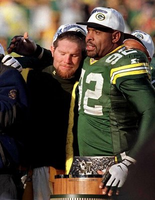 Packers_favre_footbal_von_8_t500_display_image