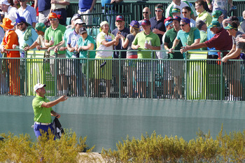 Gary Woodland tossed some goodies to the fans on the 16th.