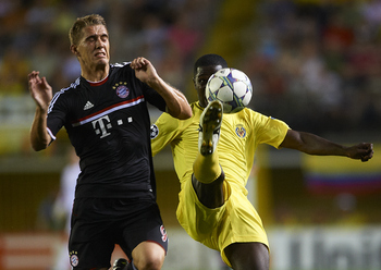 VILLARREAL, SPAIN - SEPTEMBER 14:  Nils Petersen of Bayer Muenchen (L) and Cristian Zapata of Villarreal contest the ball during the UEFA Champions League group A match between Villarreal and Bayern Muenchen at El Madrigal on September 14, 2011 in Villarr