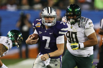 GLENDALE, AZ - JANUARY 03:  Collin Klein #7 of the Kansas State Wildcats carries the ball against the Oregon Ducks during the Tostitos Fiesta Bowl at University of Phoenix Stadium on January 3, 2013 in Glendale, Arizona.  (Photo by Stephen Dunn/Getty Imag