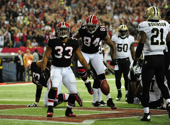 ATLANTA, GA - NOVEMBER 18:  Michael Turner #33 of the Atlanta Falcons scores a first quarter touchdown against the New Orleans Saints at the Georgia Dome on November 29, 2012 in Atlanta, Georgia  (Photo by Scott Cunningham/Getty Images)