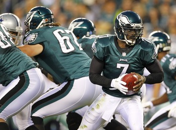 Michael Vick takes a snap against the Dallas Cowboys on November 11, 2012.