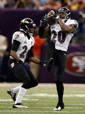 NEW ORLEANS, LA - FEBRUARY 03:  Ed Reed #20 of the Baltimore Ravens intercepts  Colin Kaepernick #7 of the San Francisco 49ers in the second quarter during Super Bowl XLVII at the Mercedes-Benz Superdome on February 3, 2013 in New Orleans, Louisiana.  (Ph