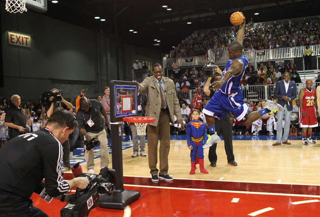 Dwight-howard_kevin-hart-dunk-at-2012-sprint-nba-all-tar-celebrity-game_crop_650x440