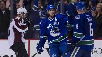 940-canucks-avalanche-8col_display_image