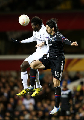 Emmanuel Adebayor jumps with Milan Bisevac.
