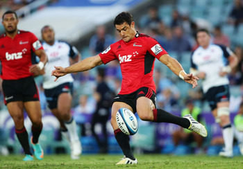 SYDNEY, AUSTRALIA - FEBRUARY 14:  Dan Carter of the Crusaders kicks during the Super Rugby trial match between the Waratahs and the Crusaders at Allianz Stadium on February 14, 2013 in Sydney, Australia.  (Photo by Matt King/Getty Images)