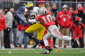 Ohio State's Ryan Shazier tries to bring down Michigan's Devin Gardner.