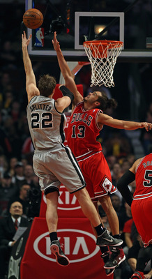 Joakim Noah (13) goes up for a block against the Spurs' Tiago Splitter