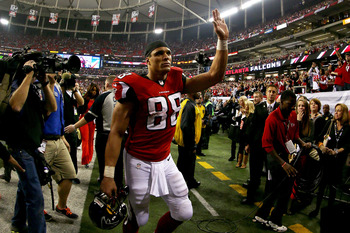 ATLANTA, GA - JANUARY 20:  Tony Gonzalez #88 of the Atlanta Falcons walks off of the field dejected after the Falcons lost 28-24 against the San Francisco 49ers in the NFC Championship game at the Georgia Dome on January 20, 2013 in Atlanta, Georgia.  (Ph