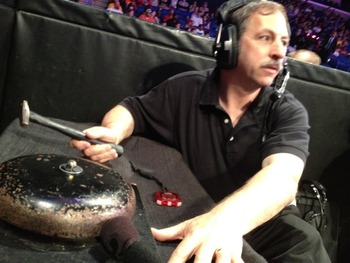 Mark Yeaton performing his duty. (Picture Courtesy of twitter.com/JustinRoberts)