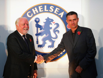 Lord Attenborough with Jose Mourinho at the launch of Chelsea's redesigned club crest in 2004