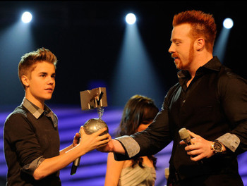 Sheamus' only real Hollywood friend (photo via uk.mtvema.com)