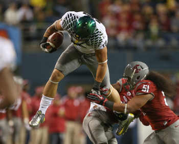 Oregon TE Colt Lyerla with an athletic move against Washington State