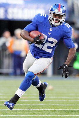 December 30, 2012; East Rutherford, NJ, USA; New York Giants running back David Wilson (22) runs the ball against the Philadelphia Eagles during the fourth quarter of an NFL game at MetLife Stadium. Mandatory Credit: Brad Penner-USA TODAY Sports