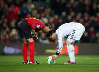 Ronaldo prepares to put Los Blancos ahead from the spot.