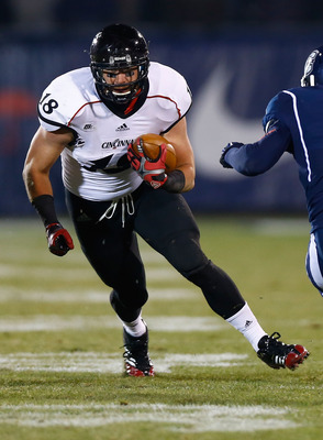 EAST HARTFORD, CT - DECEMBER 01: Travis Kelce #18 of the Cincinnati Bearcats runs with the ball against the Connecticut Huskies during the game at Rentschler Field on December 1, 2012 in East Hartford, Connecticut. (Photo by Jared Wickerham/Getty Images)