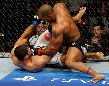 Hector-lombard-pounds-rousimar-palhares-from-half-guard-zuffa-e1355700915285_display_image1_display_image