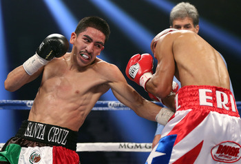 Leo Santa Cruz delivering a punishing bodyshot uppercut to Eric Morel.