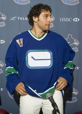 Roberto Luongo joined the Canucks in 2006. Where will he play next?