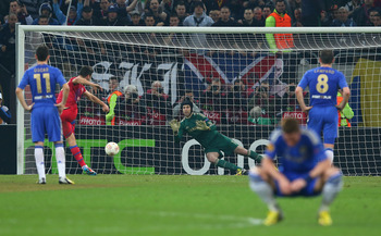 BUCHAREST, ROMANIA - MARCH 07:  Raul Rusescu of FC Steaua scores a penalty past Petr Cech of Chelsea as Fernando Torres of Chelsea looks away during the UEFA Europa League Round of 16 match between FC Steaua Bucuresti and Chelsea at the National Arena on