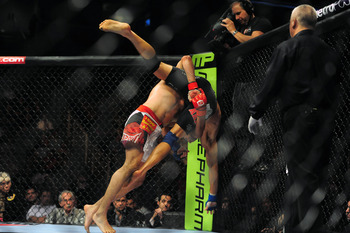Melendez taking down Josh Thomson