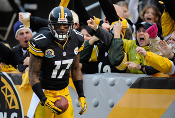 In not-so-surprising news, the Dolphins will land receiver Mike Wallace.