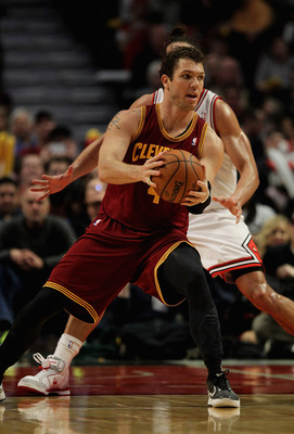 CHICAGO, IL - FEBRUARY 26: Luke Walton #4 of the Cleveland Cavaliers moves against Joakim Noah #13 of the Chicago Bulls at the United Center on February 26, 2013 in Chicago, Illinois. The Cavaliers defeated the Bulls 101-98. NOTE TO USER: User expressly a