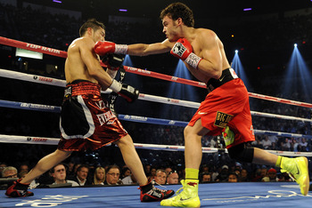 Sergio Martinez, left, takes on Julio Cesar Chavez Jr.