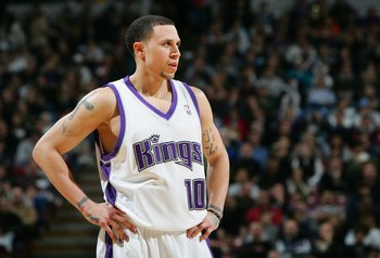 SACRAMENTO, CA - JANUARY 13:  Mike Bibby #10 of the Sacramento Kings looks on against the Houston Rockets during an NBA game at Arco Arena January 13, 2007 in Sacramento, California.  NOTE TO USER: User expressly acknowledges and agrees that, by downloadi