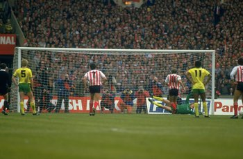 Clive Walker misses his penalty in the 1985 League Cup final