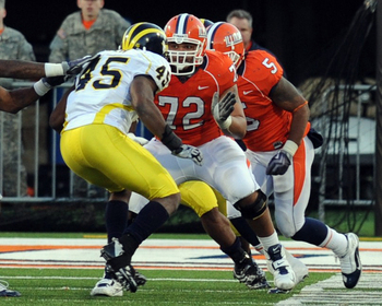 Thornton could provide competition for the Raiders' interior line (courtesy: www.fightingillini.com)