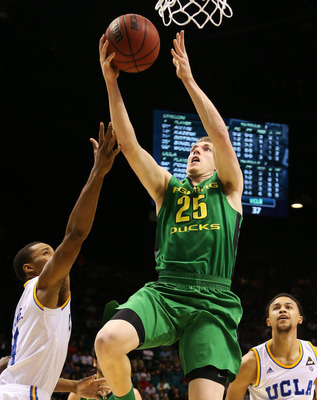 Oregon senior forward E.J. Singler against UCLA Saturday night.