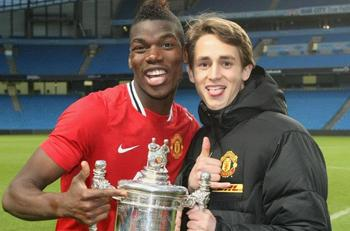 He's the one on the right. Image via ManUtd.com