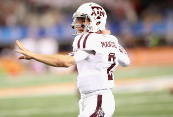 Johnny Manziel throws a pass vs. Oklahoma