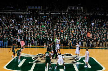 Tip-off between Ohio and Akron (via OhioBobcats.com)