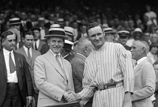 1024px-walter_johnson_and_calvin_coolidge_shake_hands_final_original_crop_650x440
