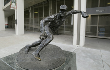 Statue outside Busch Stadium of Cardinals' ace Bob Gibson.