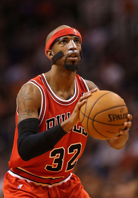 PHOENIX, AZ - NOVEMBER 14:  Richard Hamilton #32  of the Chicago Bulls shoots a free throw shot against the Phoenix Suns during the NBA game at US Airways Center on November 14, 2012 in Phoenix, Arizona.   The Bulls defeated the Suns 112-106 in overtime.