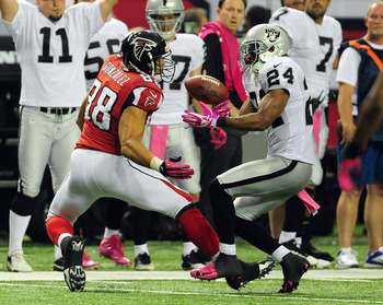 Michael Huff makes a play against the Atlanta Falcons.