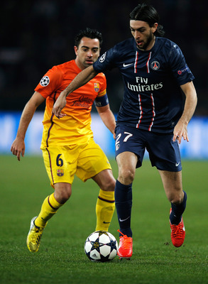 Pastore's advanced role and Moura's constant probing runs open up the PSG flanks to attack.
