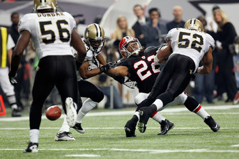 ATLANTA, GA - NOVEMBER 13:  Jacquizz Rodgers #22 of the Atlanta Falcons fails to catch a third down pass against Jabari Greer #33 of the New Orleans Saints and Jonathan Casillas #52 defend at Georgia Dome on November 13, 2011 in Atlanta, Georgia. The Falc