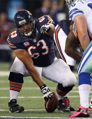 Roberto Garza, pictured playing center, is a versatile lineman who has played the majority of his career in Chicago after originally being drafted by the Atlanta Falcons in 2001.