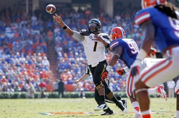 Bullard pursues Missouri quarterback James Franklin.