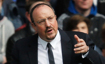 LONDON, ENGLAND - APRIL 07: Rafael Benitez, interim manager of Chelsea gives instructions during the Barclays Premier League match between Chelsea and Sunderland at Stamford Bridge on April 7, 2013 in London, England.  (Photo by Dean Mouhtaropoulos/Getty