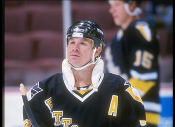 Joe Mullen with the 1992-1993 Penguins.