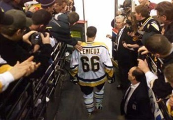 Mario Lemieux takes the ice after ending his retirement in December 2000