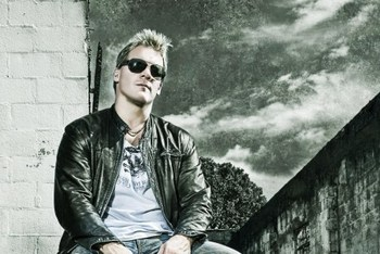 Jericho as the lead singer in Fozzy (photo from DistortedNews)