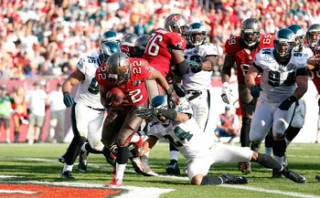 Doug Martin (center) finds the end zone.
