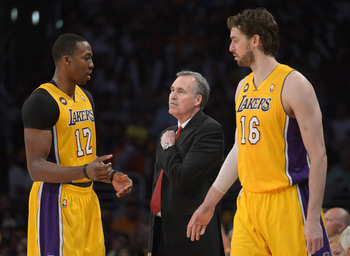 Dwight Howard and Pau Gasol meet with head coach Mike D'Antoni.